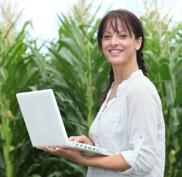 Digital advisor famer in the field cropped